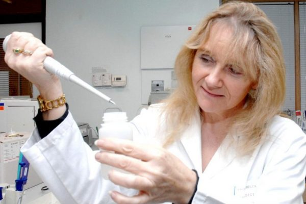 PIC FROM DAVID MARTIN,FOTOPRESS,DUNDEE   Clinical Research Centre. Professor Jill Belch